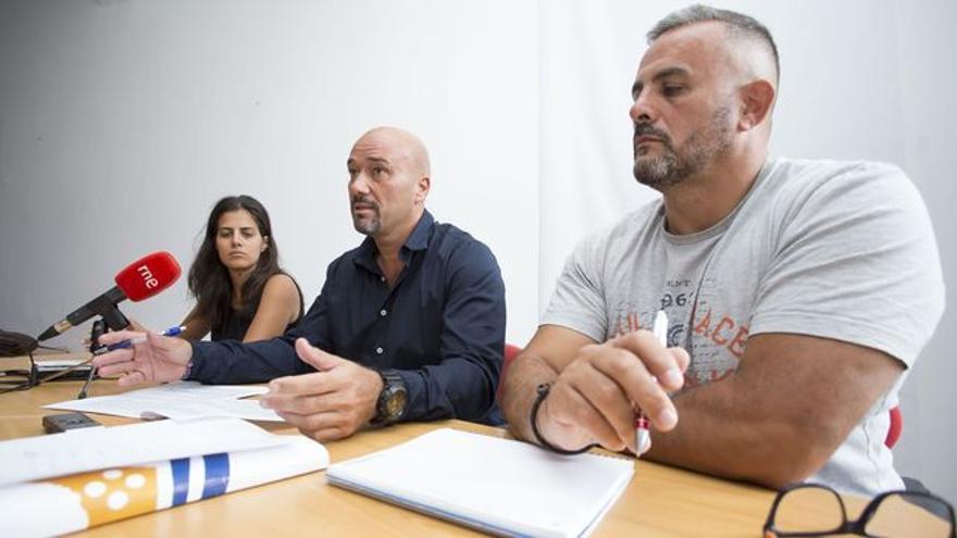 Agustín Espinosa (centro) y Francis Hernández, en una imagen de archivo