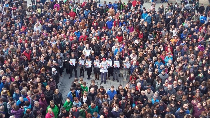 Casi 300 personas se concentrab en Torrijos (Toledo) en defensa de la sanidad pública y por la recuperación del CEDT