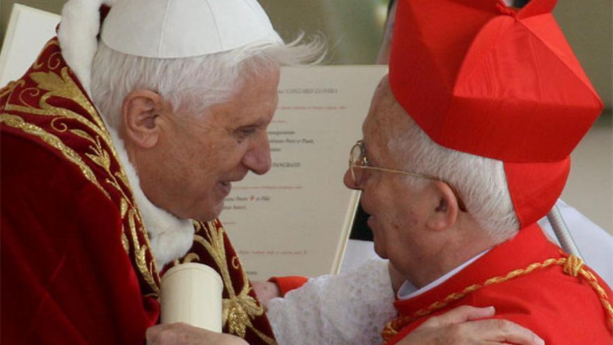 El papa Benedicto XVI junto a Antonio Cañizares