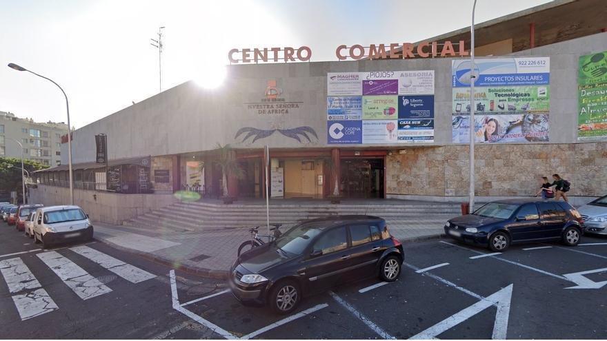 Centro comercial anexo al Mercado Ntra. Sra. de África.