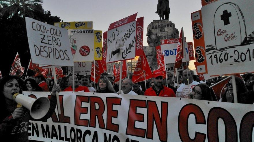Empleados de Coca-Cola en Sevilla realizan paros de doras horas este martes y jueves en protesta por el ERE