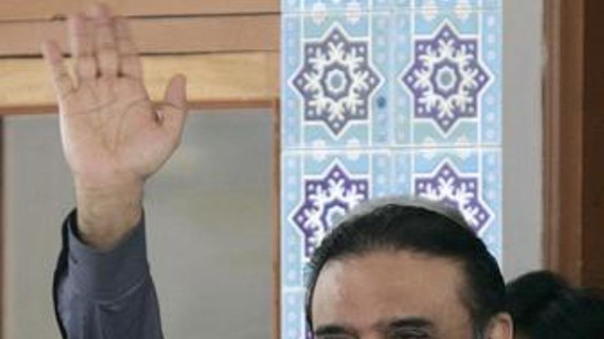 El presidente Alí Zardari cede el mando civil de la capacidad nuclear al primer ministro Gilani