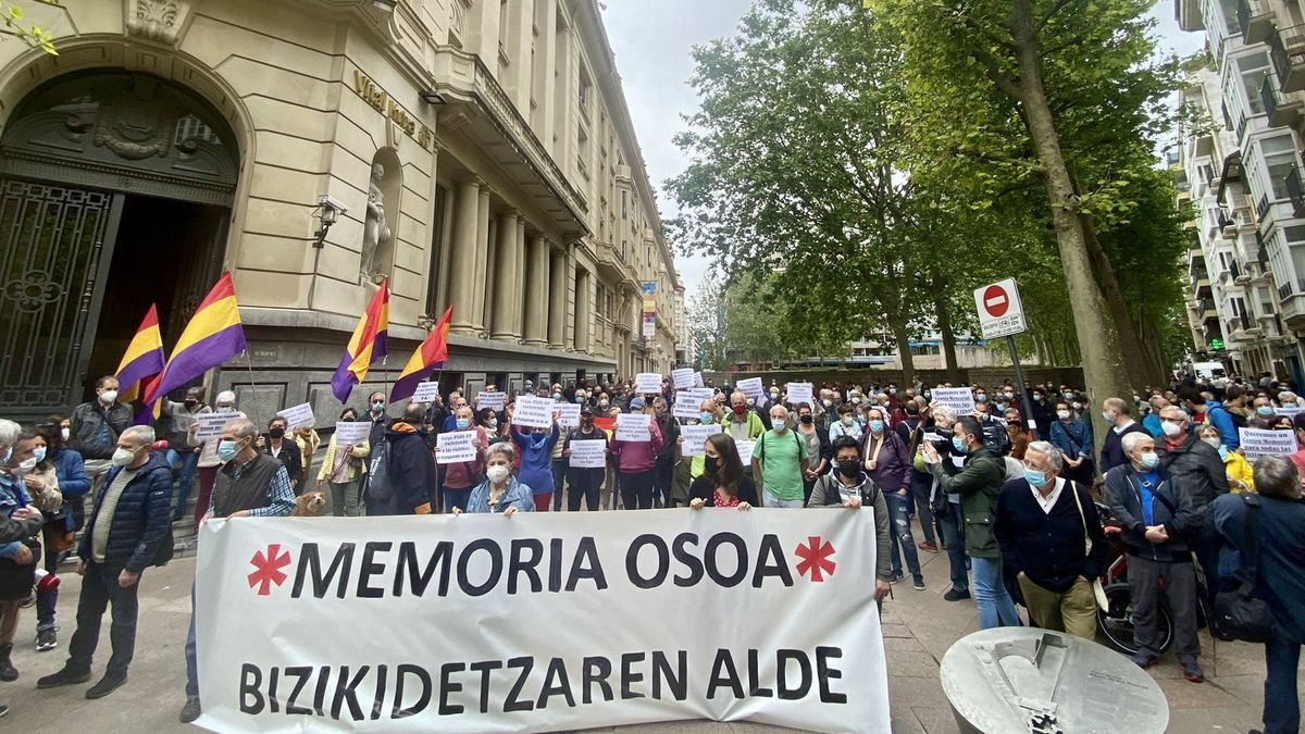 La cabecera de la manifestación que ha reclamado el reconocimiento de todas las víctimas