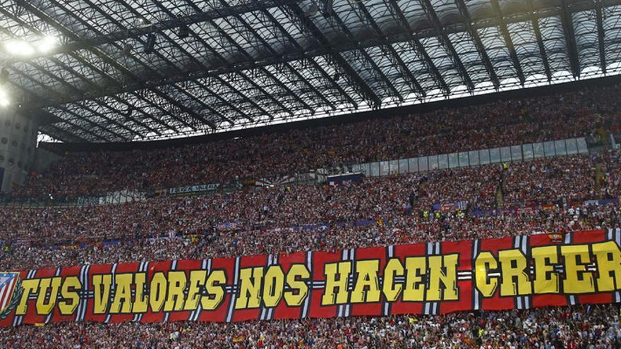 Grada de San Siro con aficionados del Atlético de Madrid durante la final de la Champions League. | ALEX MARÍN