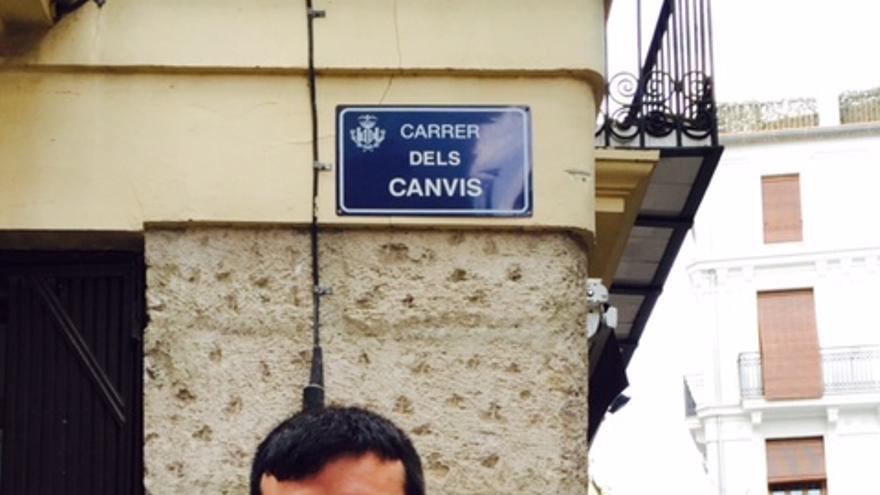 Amadeu Mezquida, en el carrer dels Canvis de Valencia.