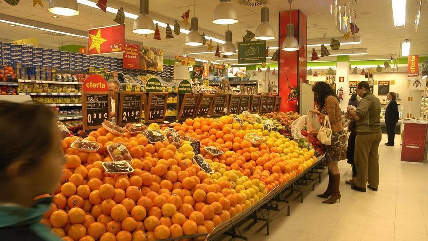 Las partidas de naranjas importadas que aún se venden en las Islas están etiquetadas con el nombre de una empresa que pone como origen de la fruta Valencia.