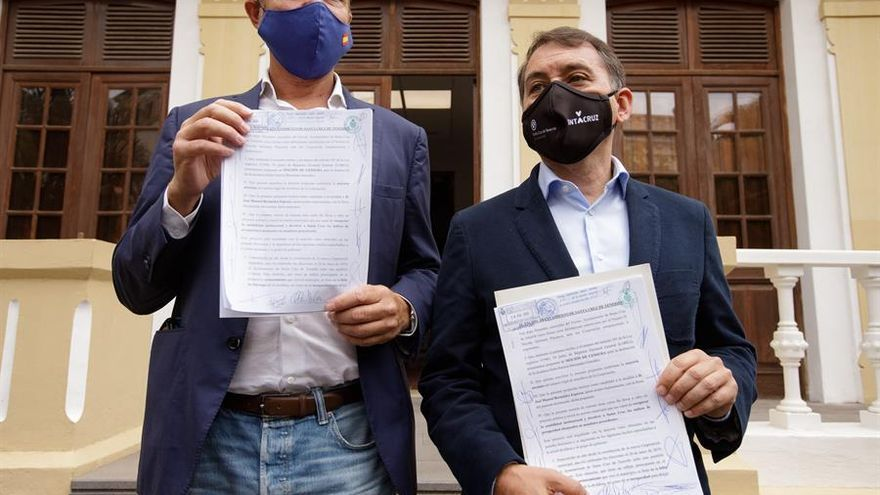 Los concejales de Coalición Canaria y Partido Popular en el Ayuntamiento de Santa Cruz de Tenerife, José Manuel Bermúdez y Guillermo Díaz, registraron una moción de censura contra el gobierno municipal