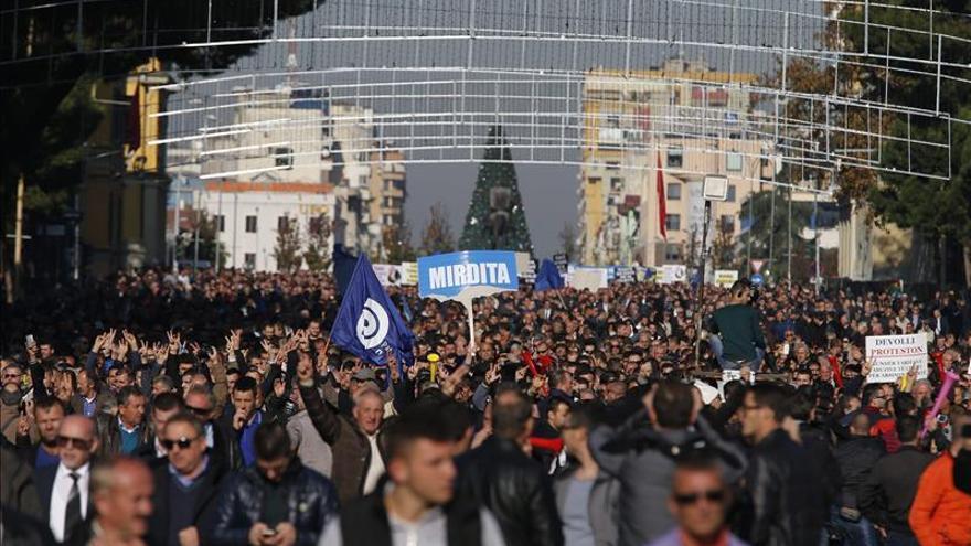 Tensión en la protesta para exigir la dimisión del primer ministro de Albania