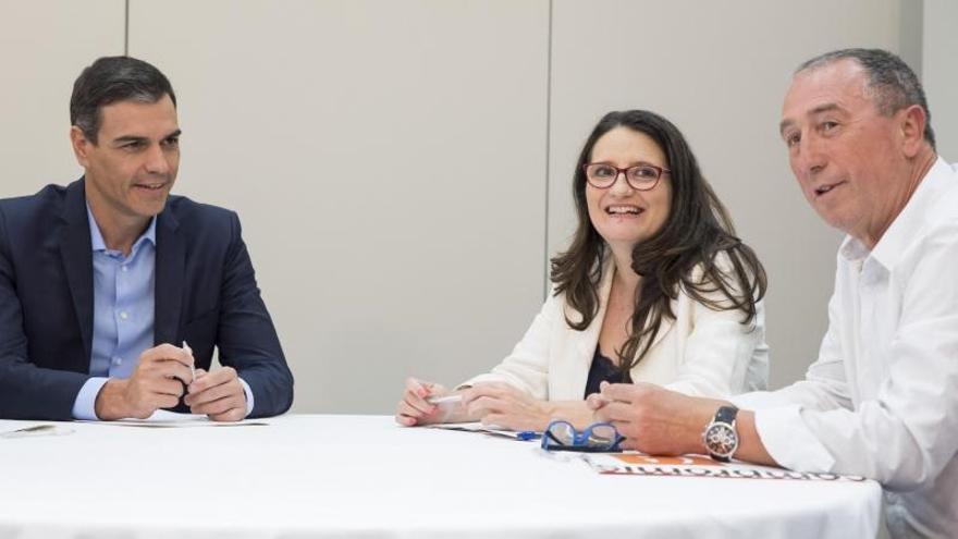 Pedro Sánchez, Mónica Oltra y Joan Baldoví, en una reunión.