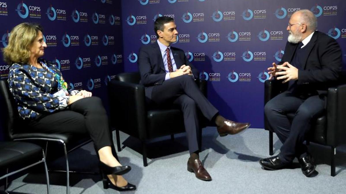 Teresa Ribera, Pedro Sánchez y Frans Timmermans, en la COP25 celebrada en Madrid en diciembre de 2019.