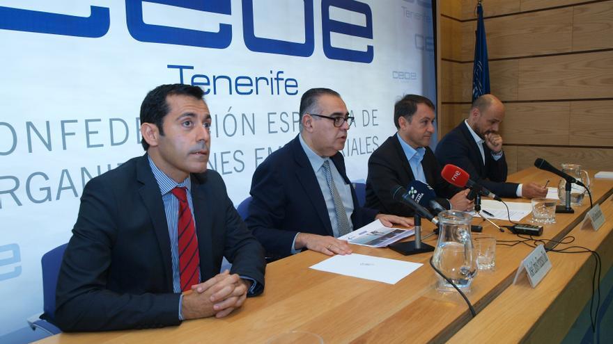 Presentación de este lunes, con José Carlos Francisco, presidente de CEOE-Tenerife, y el alcalde José Manuel Bermúdez