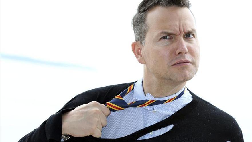 El líder de Blink-182 cree que el negocio reside hoy en tocar y vender camisetas