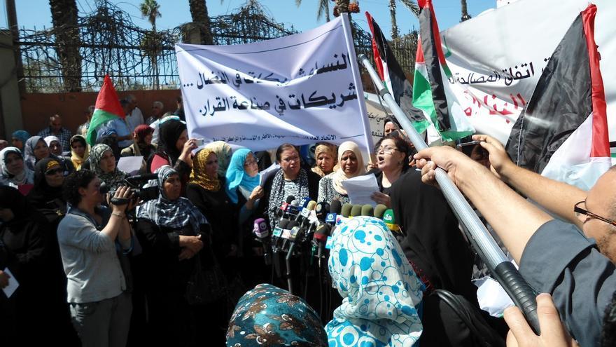 """Manifestación de mujeres en Gaza: """"Por el fin de la división de los palestinos"""". Imagen de Mariam Hamed tomada de """"An-Nathra"""", 25 septiembre 2012"""