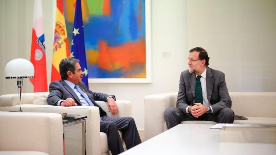 AMP- Rajoy se compromete a pagar el hospital de Valdecilla y declarará Torrelavega zona de urgente reindustrialización