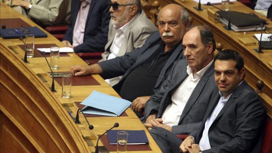 El Parlamento griego aprueba por amplia mayoría el tercer programa de rescate