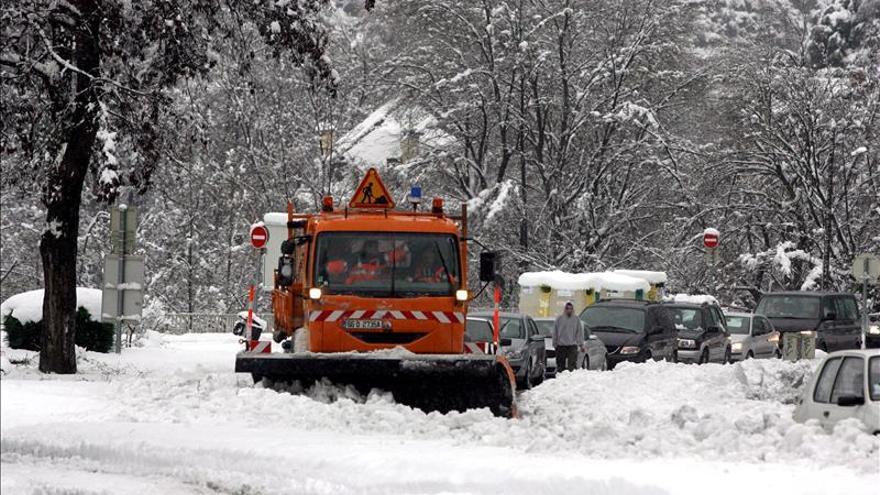 Francia amplía a todos los departamentos de los Pirineos la alerta por la nieve