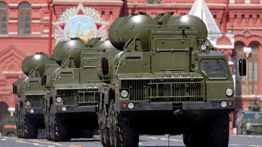 Rusia despliega sistemas antiaéreos S-400 cerca de su frontera con los países bálticos