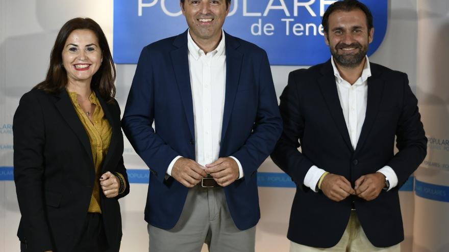 Manuel Fernández (d), junto a Manuel Domínguez
