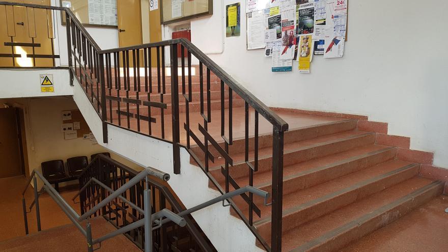 Escaleras del edificio anexo de la facultad de Bellas Artes de la Universidad Complutense de Madrid.