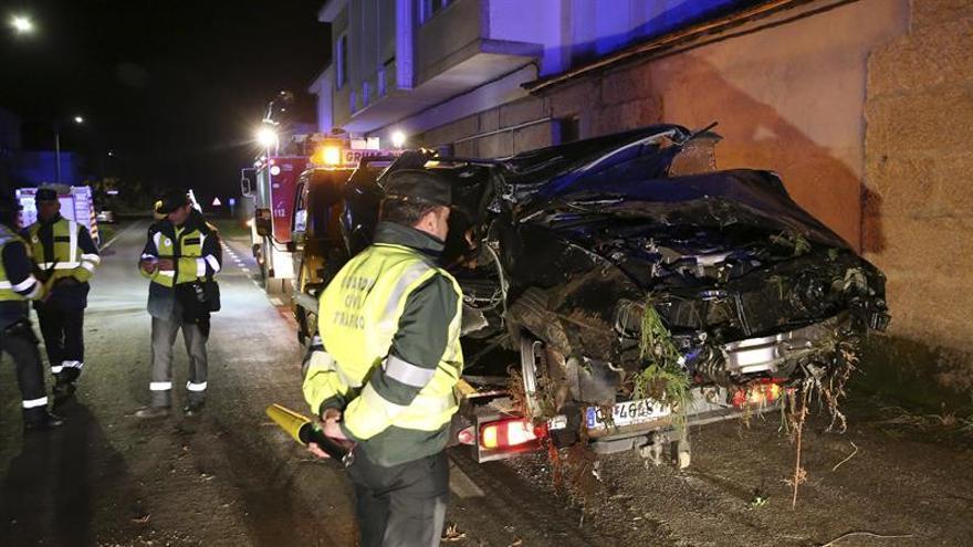Dos personas fallecen en un accidente de tráfico en Monterrei (Ourense)