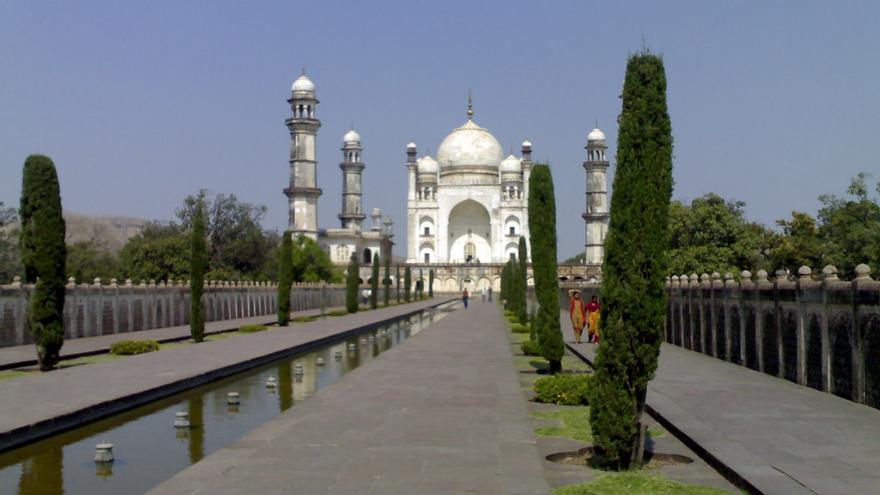 Lo llaman el Taj Mahal pobre, pero el Bibi Ka Maqbara es uno de los edificios más notables de La India. Mark Hillary