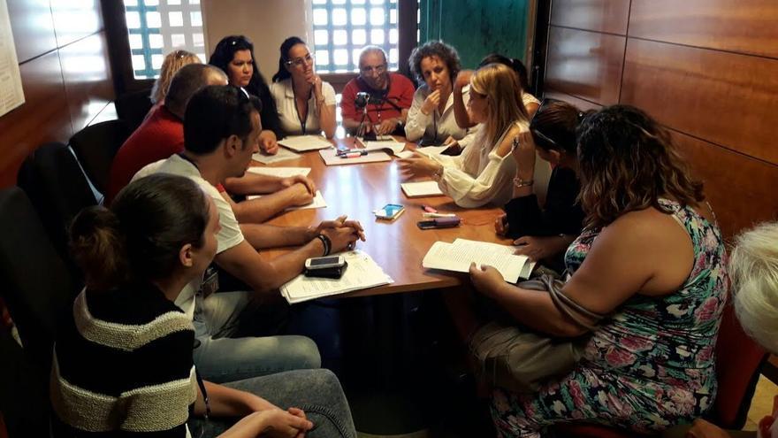 Noemí Santana, junto a representantes de inquilinos afectados por la gestión de Visocan.