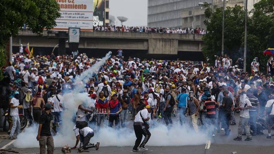 Un militar venezolano muerto por un francotirador en una protesta antigubernamental