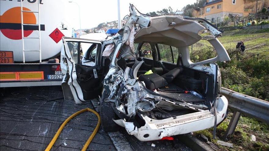 Tres heridos, dos de ellos guardias civiles, en un choque de camión en AP-9 Vigo