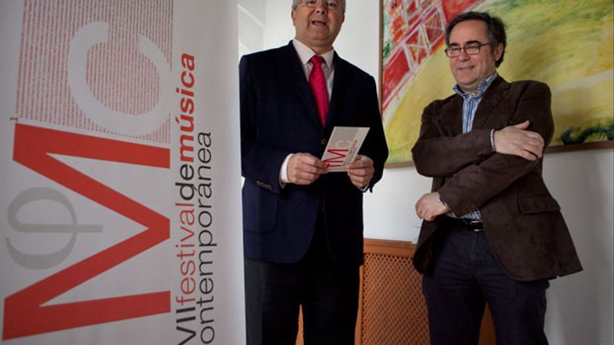El concejal de Cultura y el director artístico del Festival, en la presentación del palacio de Orive. MADERO CUBERO