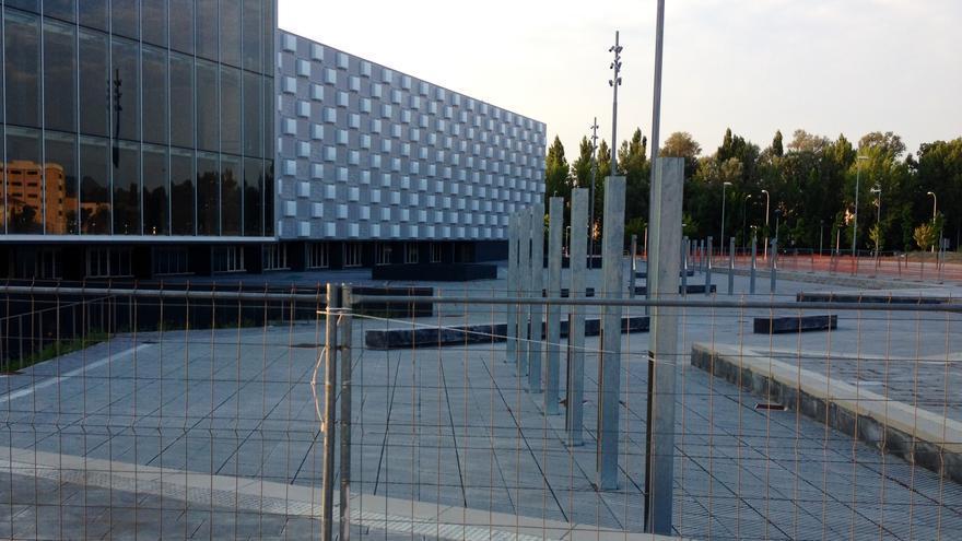 El Reyno Arena, aún protegido por el vallado.