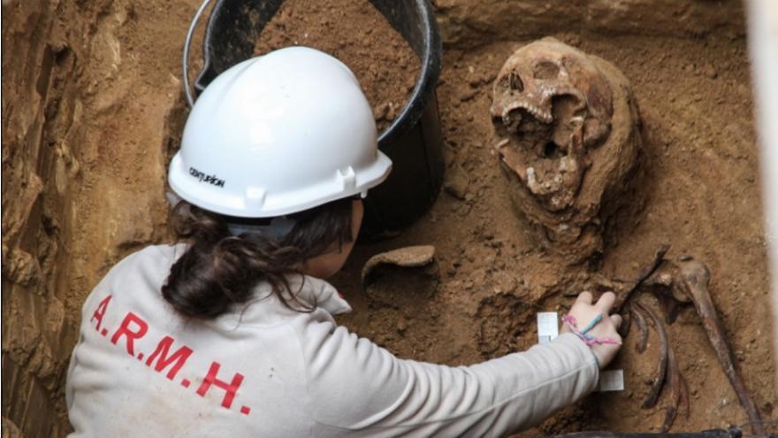 Exhumación en el cementerio de Guadalajara
