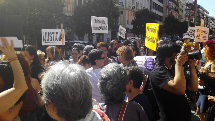 """Feministas piden cambiar la ley tras el caso de Rivas y creen que su situación perjudica """"más"""" a sus hijos"""