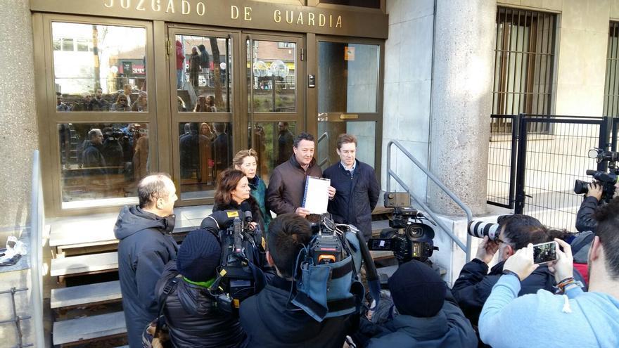 Íñigo Henríquez de Luna, portavoz adjunto del PP en el Ayuntamiento de Madrid presenta la denuncia contra Celia Mayer