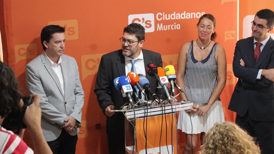 Miguel Sánchez relata las claves de su acuerdo con el PP en la sede de regional de C's / PSS