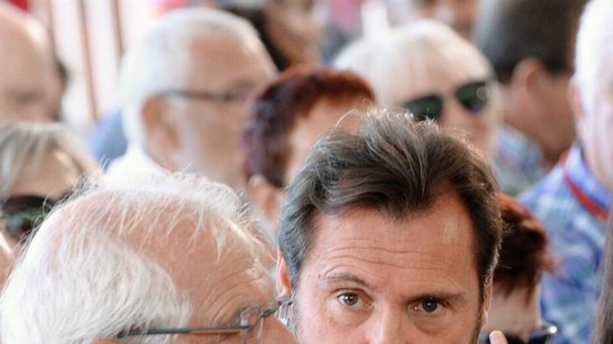 """Borrell critica el """"todo vale"""" de los partidos y la prensa contra Sánchez"""