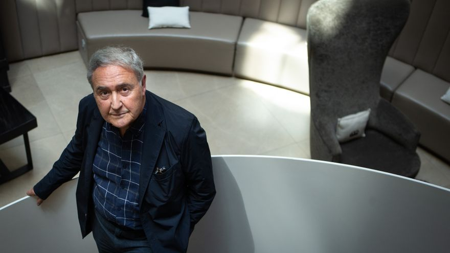 Molina Foix: Más que hacer novelas divertidas, quiero divertirme escribiendo