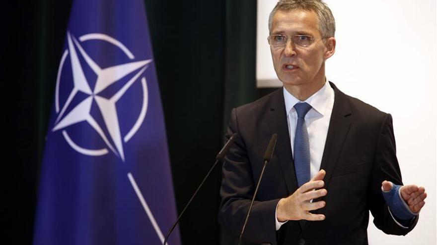 Stoltenberg asegura que hay que ayudar a las fuerzas locales árabes a combatir el terrorismo