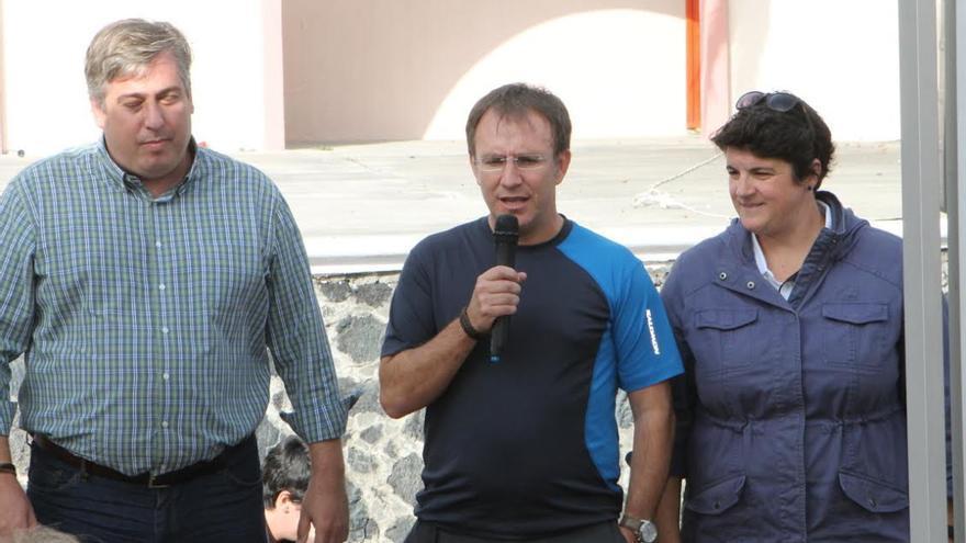 Jorge Hernández, consejero insular de Infraestructura; el alcalde de El Paso, Sergio Rodríguez, y consejera insular de Deportes, Ascensión Rodríguez.