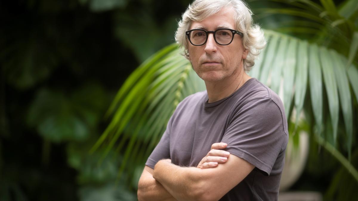 David Trueba, cineasta, novelista y periodista de formación, observa las campañas electorales en 'Queridos niños'
