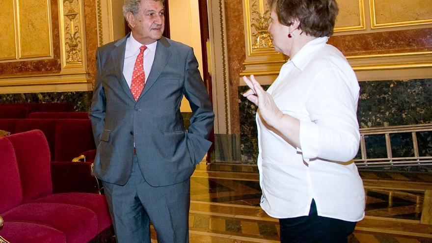 Villalobos declina hacer declaraciones sobre el vídeo que la sitúa jugando con su tableta en el Congreso