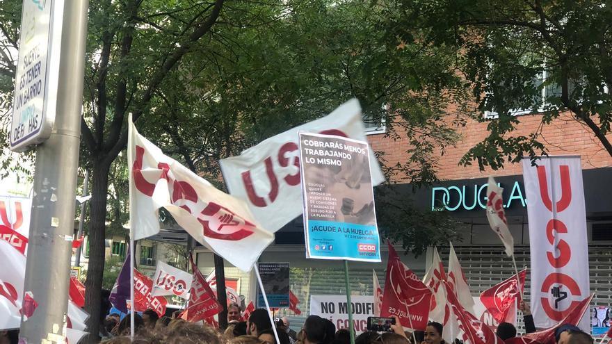 Concentración de trabajadores de Douglas este jueves en Madrid contra las modificaciones laborales que quiere aprobar la empresa.