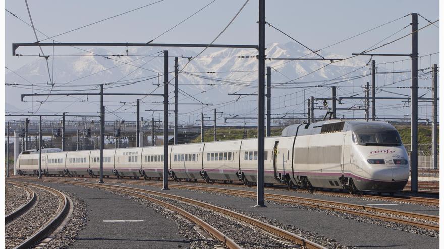 Fomento veta la entrada en madrid de trenes de alta for Precio tren nocturno barcelona paris