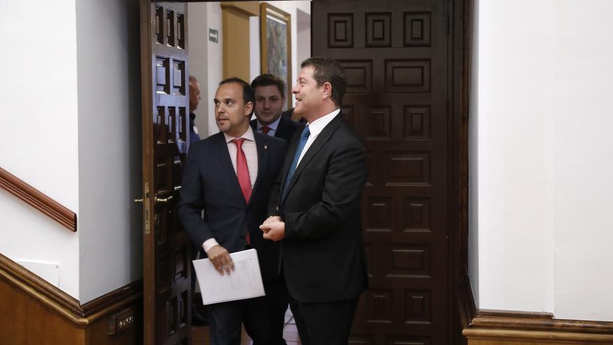 García-Page junto al presidente de las Cortes regionales, Pablo Bellido, esta semana