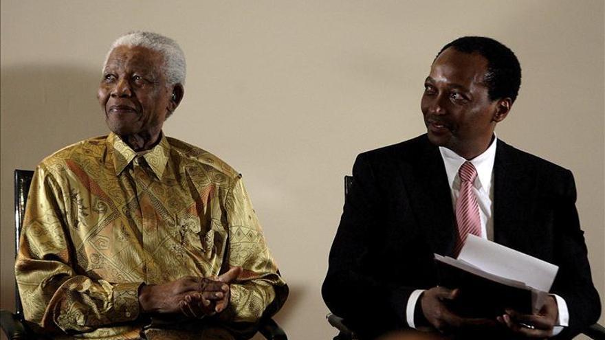 Uno de los hombres más ricos de Sudáfrica da la mitad de su fortuna a los pobres