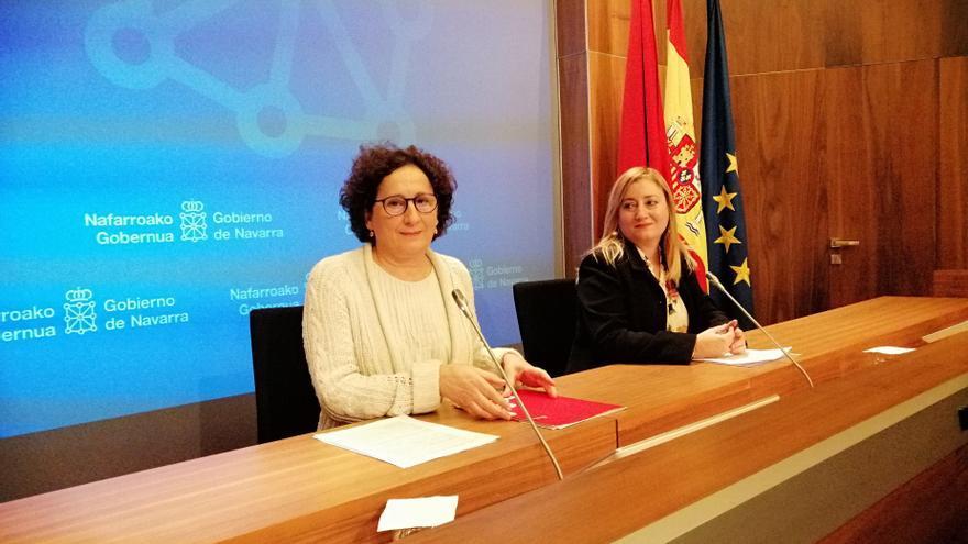 Archivo - La consejera de Derechos Sociales del Gobierno foral, Mari Carmen Maeztu; y la directora gerente del SNE, Mirian Martón.