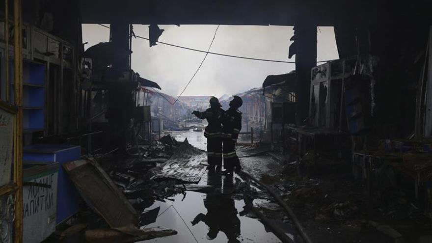 Mueren cinco personas al derrumbarse edificio por explosión de gas en Rusia
