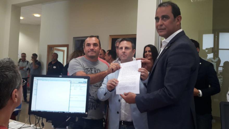 Andrés Briansó (Podemos), Alejandro Jorge (NC) y Blas Acosta (PSOE).