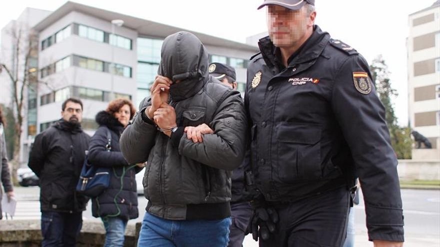 Una víctima dice que su expareja la obligó a rezar antes de apuñalarla 35 veces