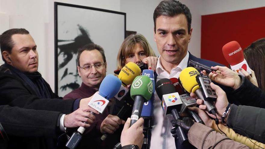 """Sánchez pide votar con """"orgullo"""" un pacto """"coherente"""" con los principios del PSOE"""