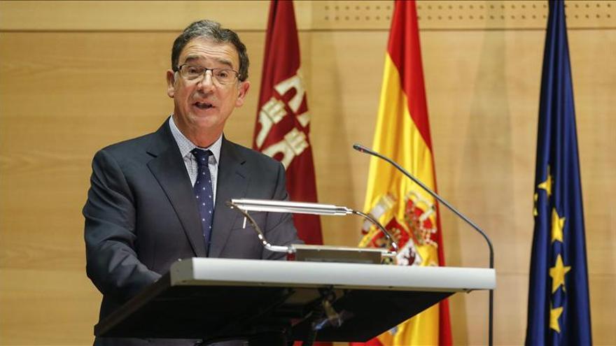 Murcia prohíbe por ley a los altos cargos aceptar regalos y usar tarjetas